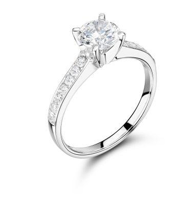 Roseta A Beautiful Round Brilliant Cut Diamond Ring With Shoulder Stones