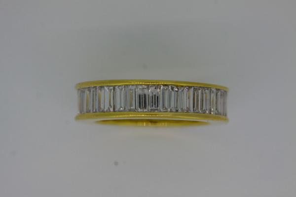 3.4 baguette cut eternity ring in yellow gold