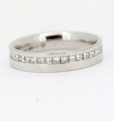 princess cut diamond set wedding ring