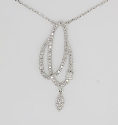 round diamond stylish pendant in 18k white gold chain